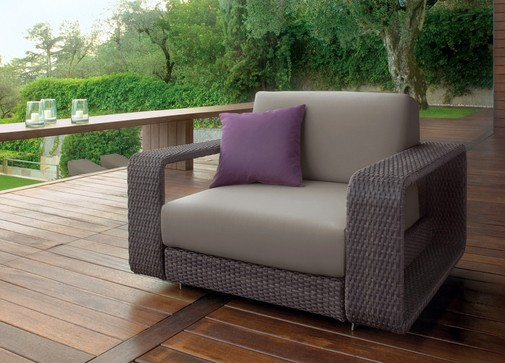 Truly stylish outdoor living garden tables chairs for Contemporary outdoor furniture